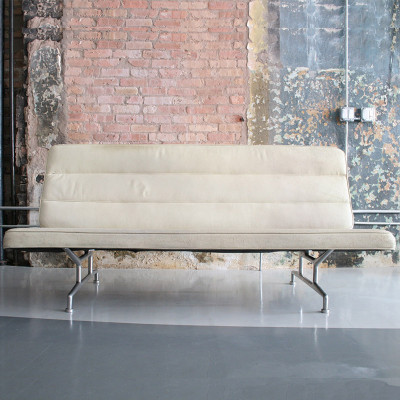 White fabric hopsack version of the Eames 3473 Sofa (courtesy of Circa Modern)