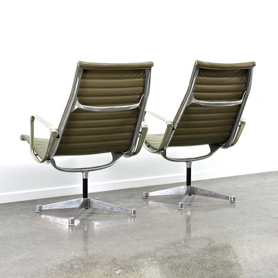 Pair of early 1st generation Alu Loungers in Olive Naugahyde