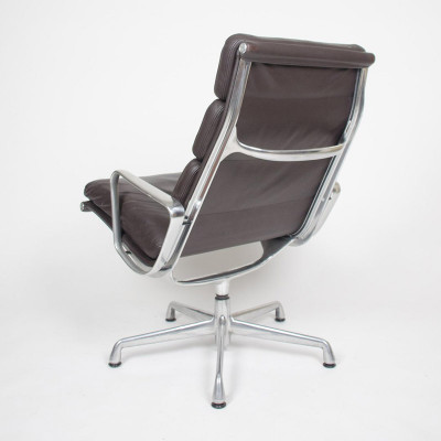 Soft Pad Lounge Chair rear shown on the 2nd generation 5 star Universal Base