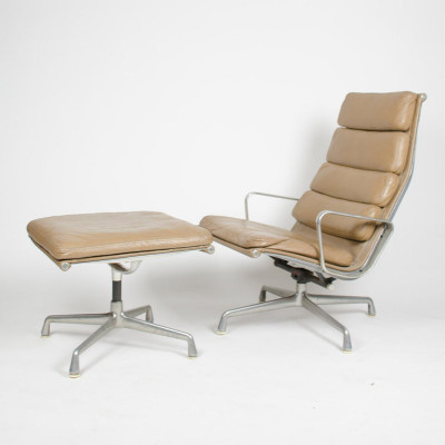 Eames Soft Pad Recliner with matching Ottoman on 1st gen Universal Base (image courtesy D Rose Mod)