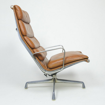 Side view of the Eames Soft Pad Recliner showing the angle of the back rest and seat