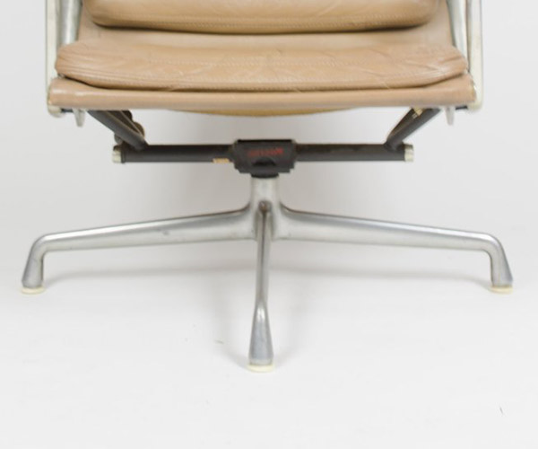 The first generation of Soft Pad Recliner was released on the 4 leg Universal (or Cruciform) aluminum base