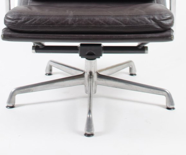 The second generation base of the Soft Pad Recliner was an updated 5 leg Universal (or Cruciform) base