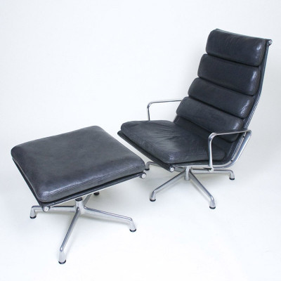 Black leather Soft Pad Ottoman pictured with second generation Soft Pad Recliner (image courtesy of D Rose Mod)