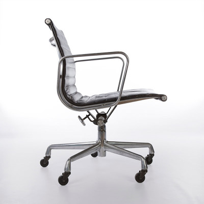 A side view of a later 5 star 'work chair' with full adjustment and tilt mechanism