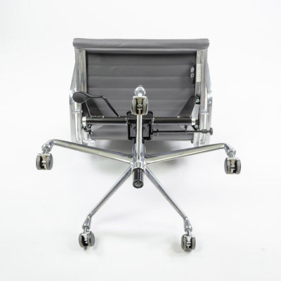 Image showing the underside of a later model High Back Alu Chair and the multi function mechanism