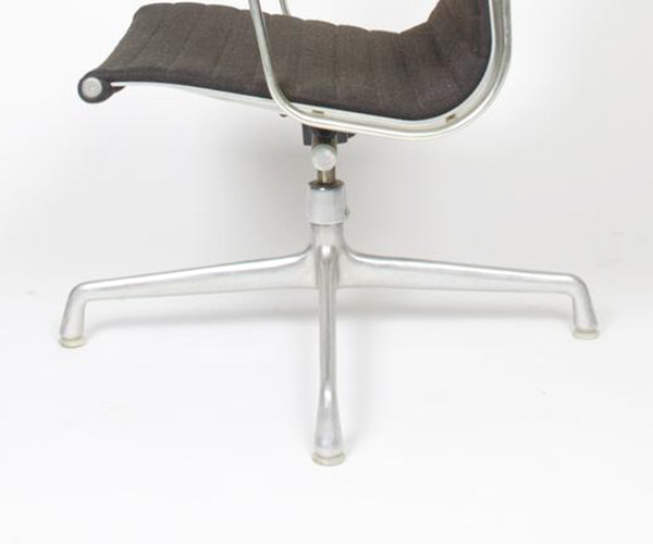 The second generation base of the Alu Group (and 1st of the High Back chair) is the Universal 4-star base