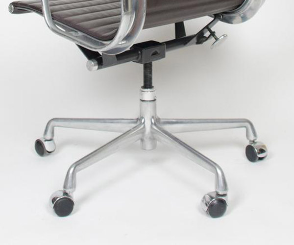 The 3rd Alu Group Generation (2nd for High Back Chair) was the 5-star Universal Base