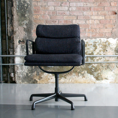 Fabric EA433 Low Back Soft Pad Chair in black on the 2nd generation 5-star base (image courtesy of Circa Modern)