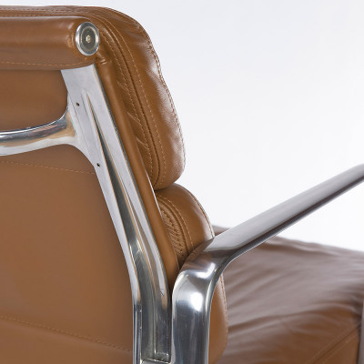 The frame of the Soft Pad Low Back in brushed Aluminum and upholstered in beautiful Tan Leather