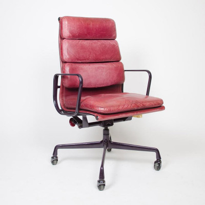 Early High Back Soft Pad Executive Chair in Red Leather on 4-star base (image courtesy of D Rose Mod)