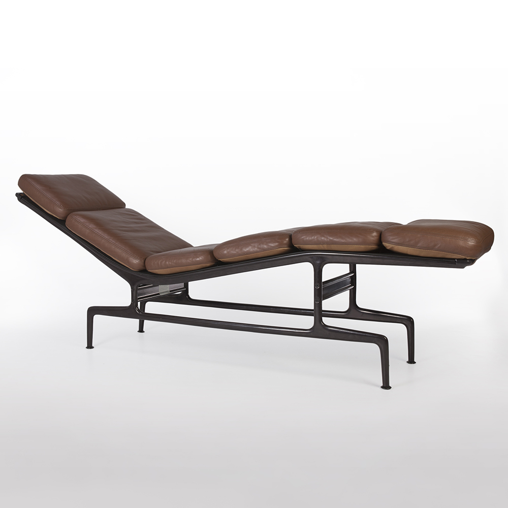 Tan Dark Brown 1980s Herman Miller Eames ES-106 Billy Wilder Chaise Longue Chaise Longue in very good condition