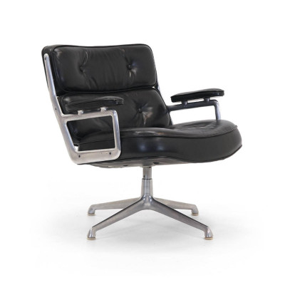 The early model 675 Time Life Lobby Chair in Black Leather