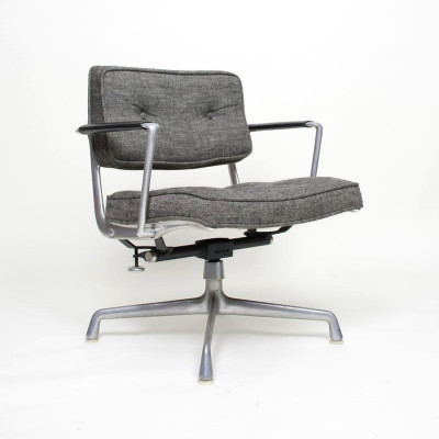 Grey Hopsack ES103 Intermediate Office Chair with full tilt and height mechanism on glides (Image courtesy of D Rose Modern)