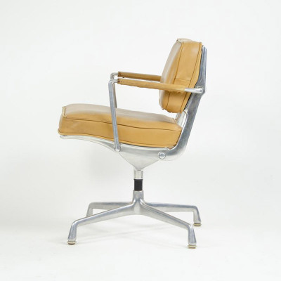 A Beige Leather version of the ES102 fixed Intermediate Chair on floor glides