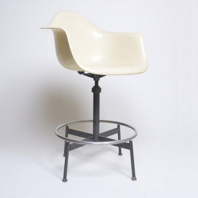 1st generation spider base 622NA Draftsman's Arm Stool with Parchment fiberglass shell (image courtesy of D Rose Modern)