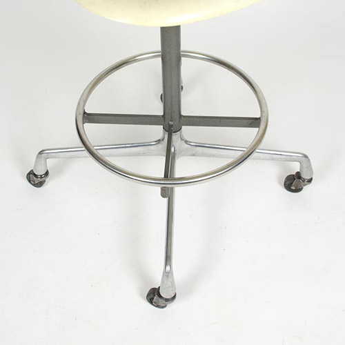 2nd generation Universal base with cross built into the foot ring and now available on castors