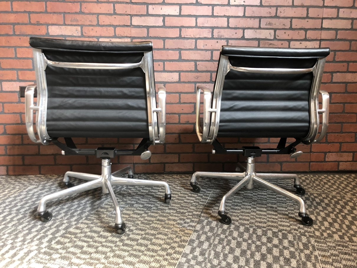 Black 2011 Herman Miller Eames Alu Group Low Back Side Chair Seating in very good condition