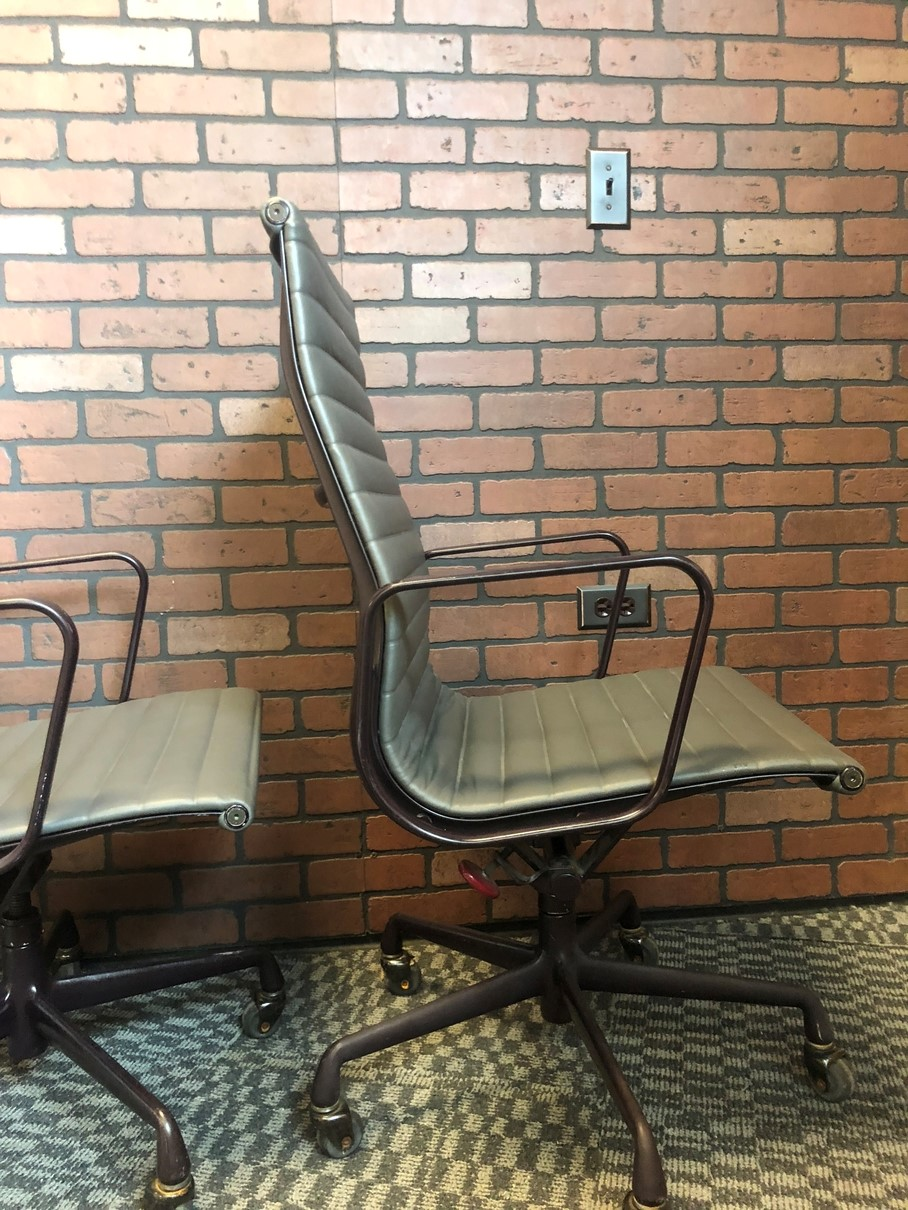 Grey 1993 Herman Miller Eames Alu Group High Back Side Chair Seating in very good condition