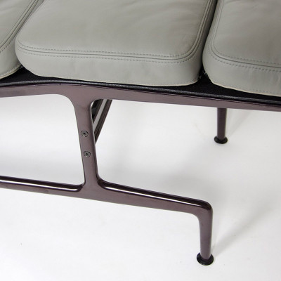 Closer view of the ES106 Chaise Longue with it's Grey Leather and eggplant/aubergine painted frame (image courtesy of D Rose Modern)