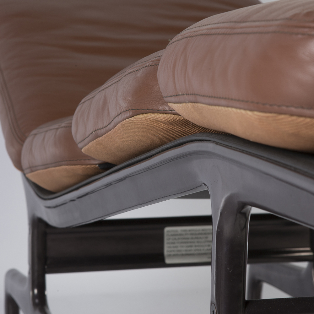 Closer view of the ES106 Chaise with its string of soft pad cushions in 'caterpillar' effect