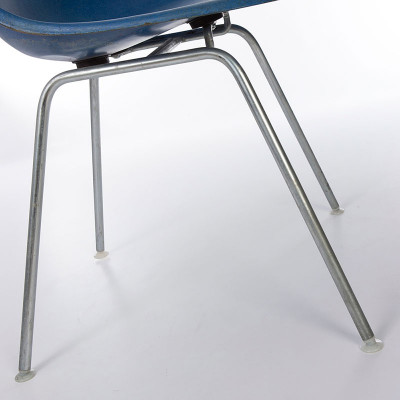 Eames DSX fiberglass shell sIde chair