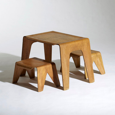 Here the table is seen alongside 2 matching nested stools (image source: Wright20)