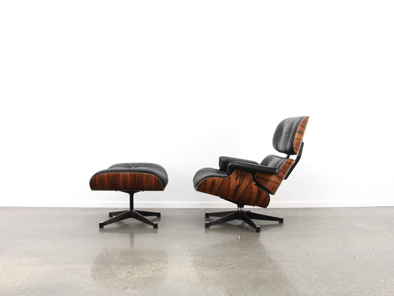 Black 1992 Vitra Eames Eames Lounge Chair & Ottoman Lounge Seating in very good condition