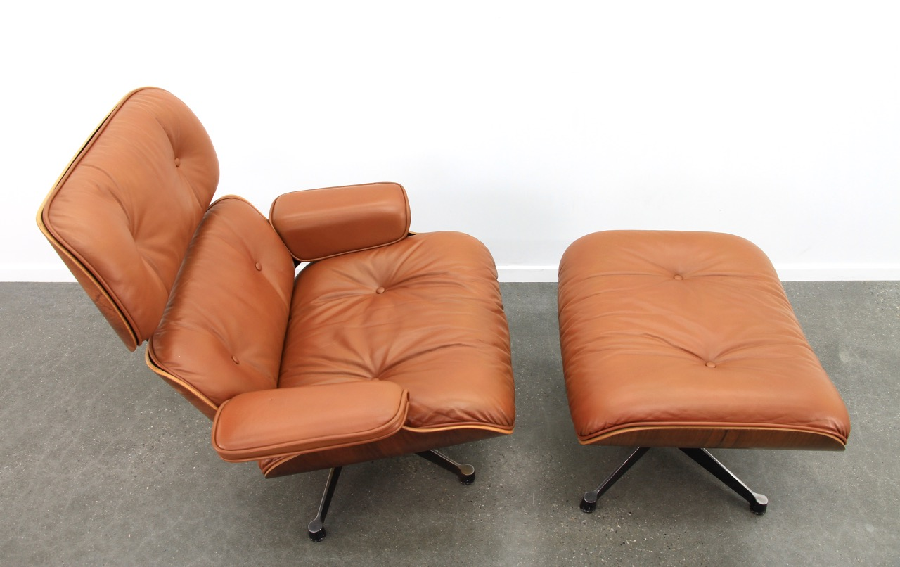 Brown 1980s Vitra Eames Eames Lounge Chair & Ottoman Lounge Seating in very good condition