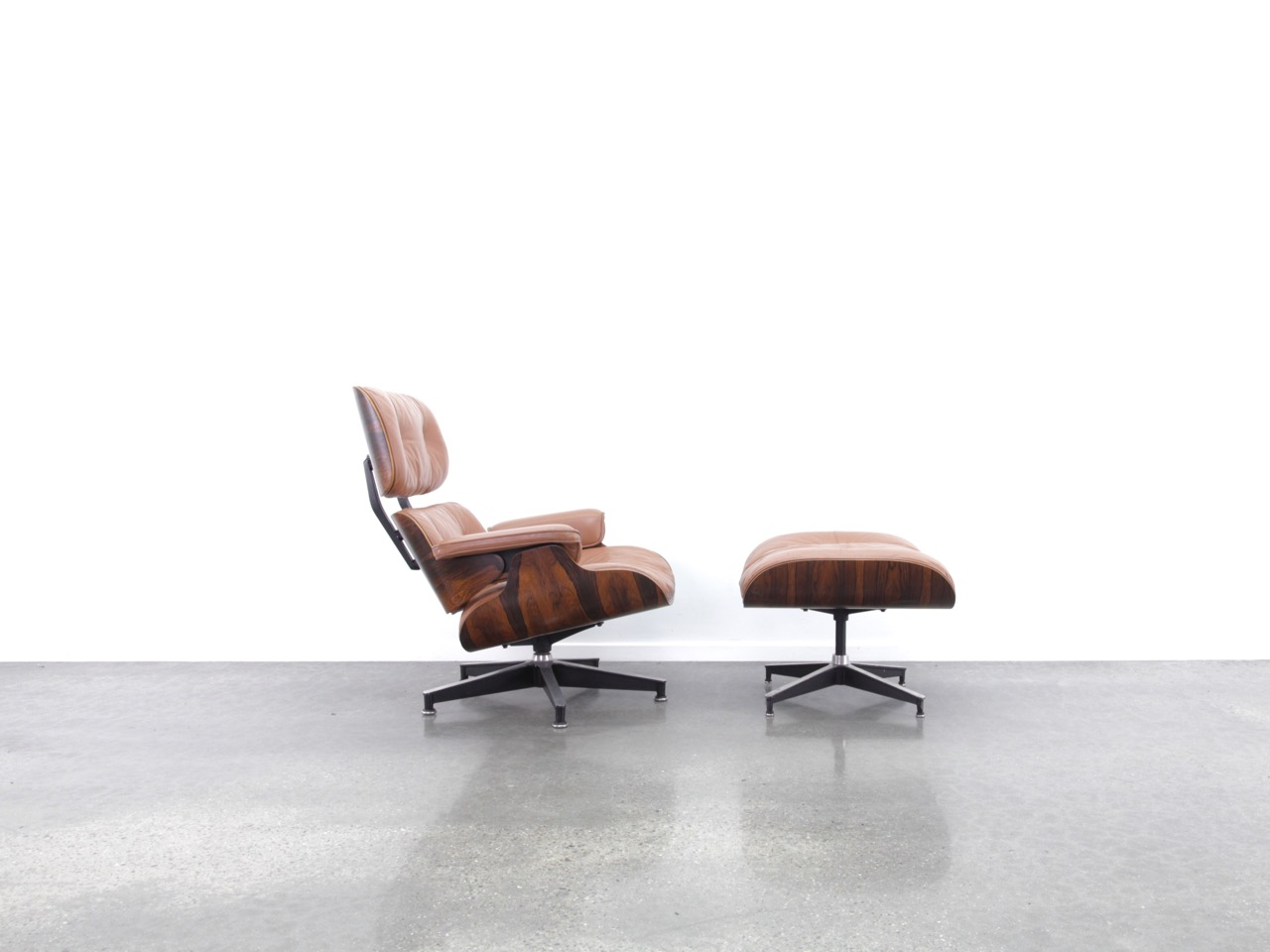 Brown 1970s Herman Miller Eames Eames Lounge Chair & Ottoman Lounge Seating in very good condition