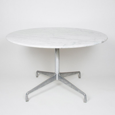 A small round 'executive' table sporting the Italian White Marble finish from the late 1970's (Image courtesy of D Rose Mod)