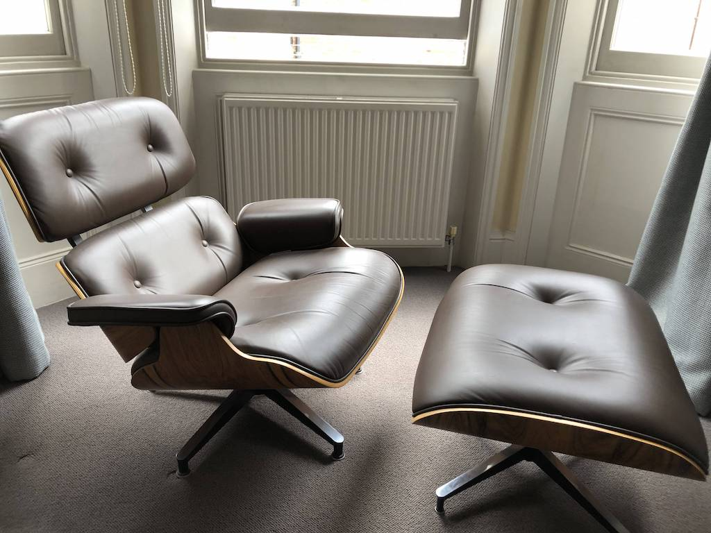 Brown 2008 Herman Miller Eames Eames Lounge Chair & Ottoman Lounge Seating in excellent condition