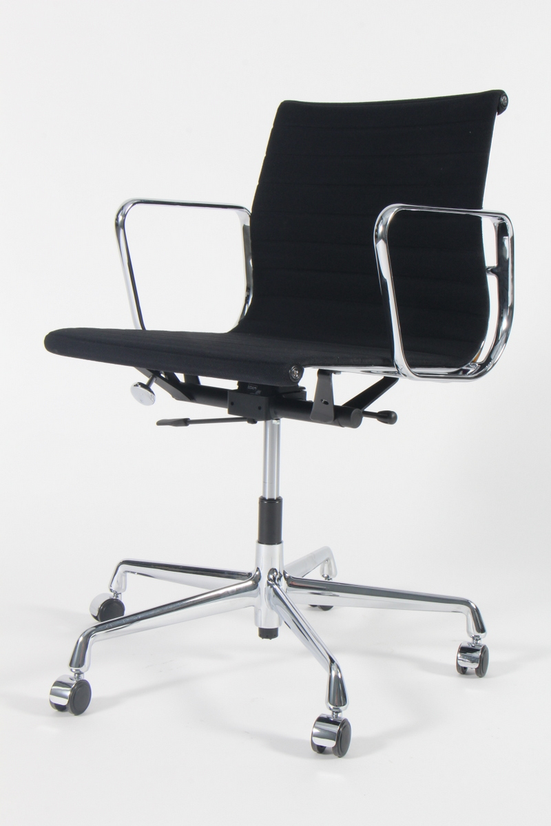 Black Vitra Eames Intermediate Chair Office Chairs in excellent condition