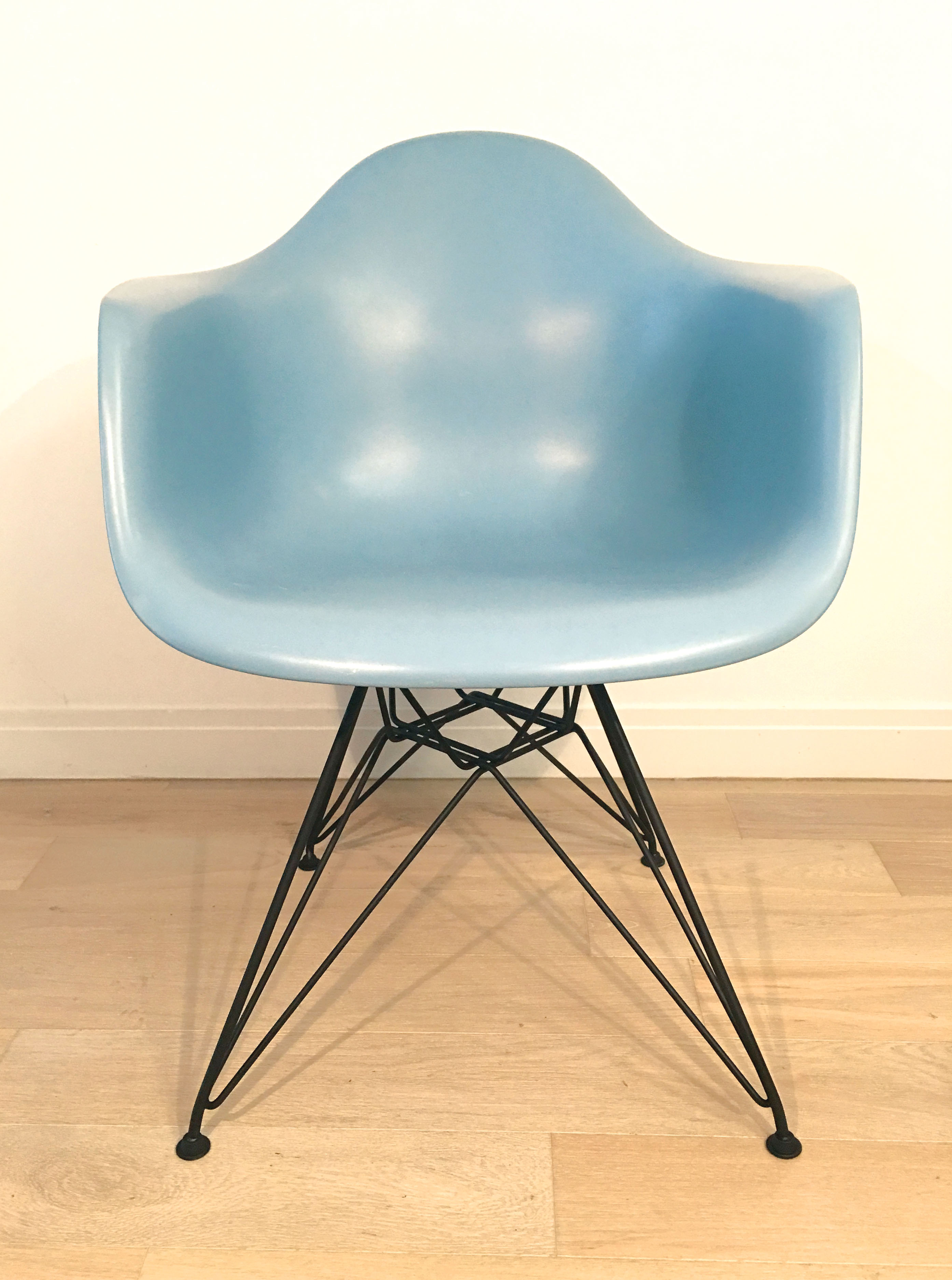 Blue 1990s Vitra Eames DSR Eiffel Side Chairs in very good condition