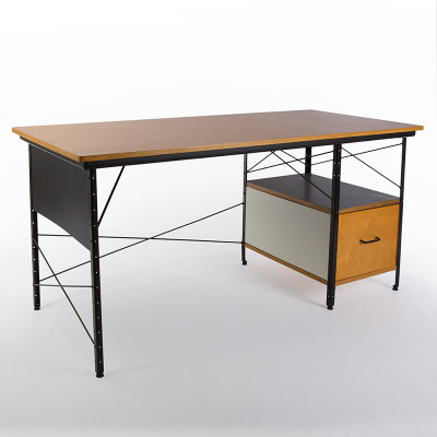 A later third generation D-20-N EDU desk with a black frame and Birch plywood veneer desk top.