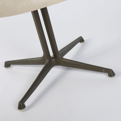 View of La Fonda chair's cast aluminum base with double pedestal design