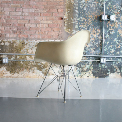 Rear view of early 1960's Eames DAR in Parchment (Image courtesy of Circa Modern)