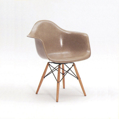 Early 1950 edition of the PAW pivoting dowel leg chair
