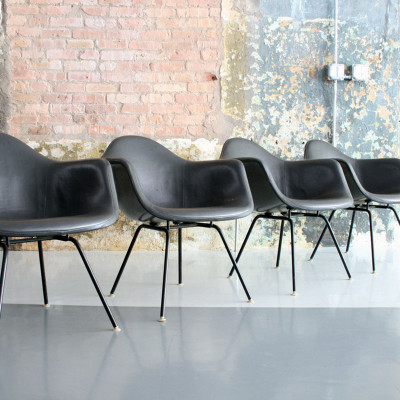 Later H-base group of upholstered MAX arm chairs (image courtesy of Circa Modern)