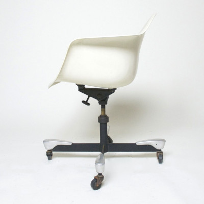 White 1st generation DAT parchment arm chair (image courtesy of D Rose Mod, inc)
